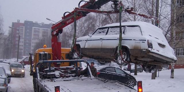 Зимнее вождение — эвакуатор поможет всегда.